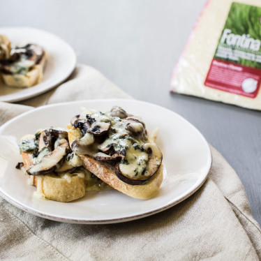 Buttermilk Blue® Crostini With Mushrooms